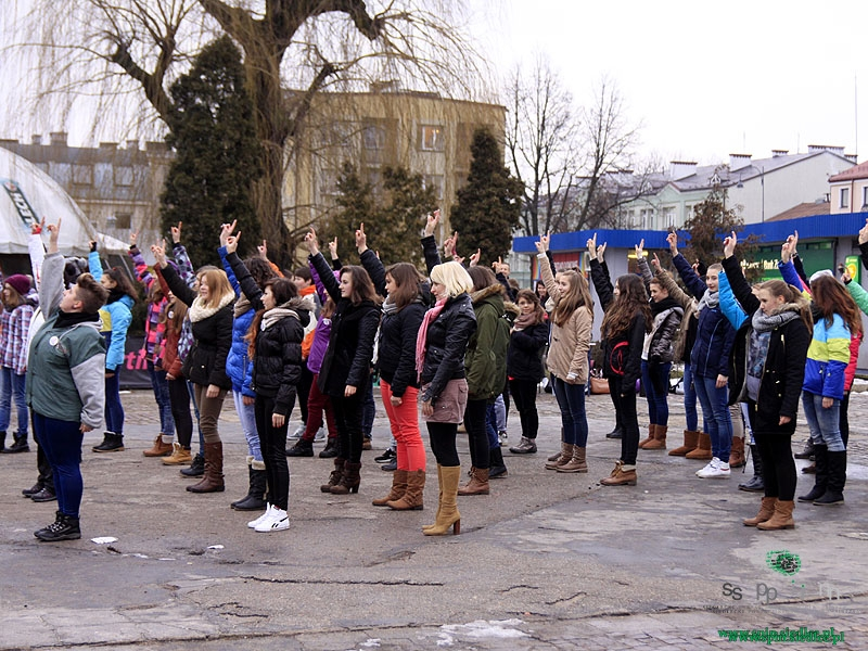 kobiety-tancza-przeciw-przemocy-1