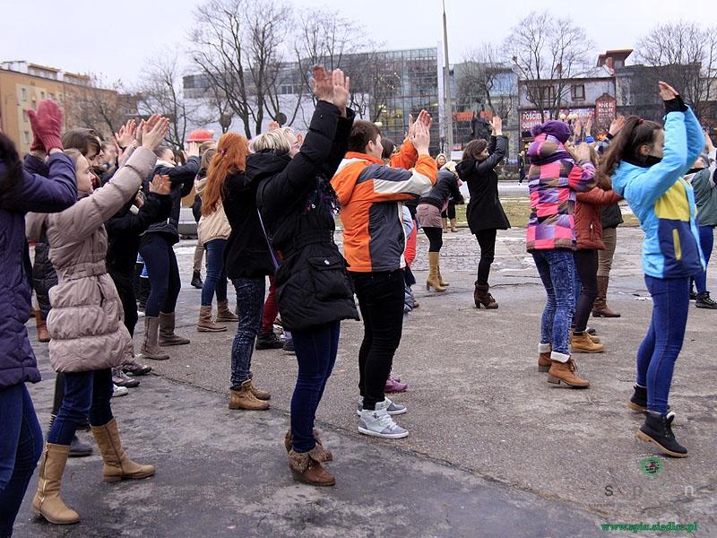 kobiety-tancza-przeciw-przemocy-7