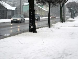 Warunki na drogach są fatalne, chociaż główne ulice zostały odśnieżone - ul. Sokołowska. Fot. BG