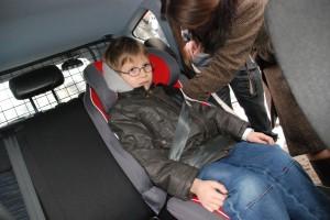 Samorząd zadbał o bezpieczeństwo dzieci przewożonych w policyjnych radiowozach. Fot. SWM