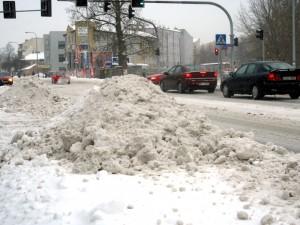 Zalegający śnieg można składować przy ul. Warszawskiej oraz na Poniatowskiego Fot. BG