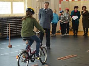 Jazda rowerem to jeden z etapów konkursu Fot. KWP Radom