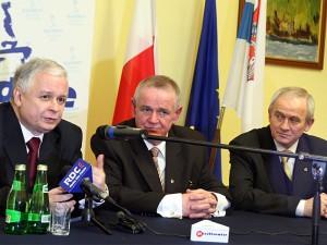 Krzysztof Tchórzewski, poseł PiS (pierwszy od prawej): To było do przewidzenia, że premier Tusk nie wystartuje w wyborach prezydenckich. Fot. AB