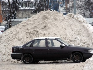 Jedna z hałd śniegu w Siedlcach. Fot. BG