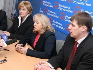 Od lewej: Marta Sosnowska (wiceprezydent Siedlec), Jolanta Hibner (europosłanka) i Jacek Kozaczyński (poseł). Fot. AB