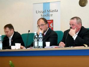 Czy przewodniczący Mariusz Dobijański skorzysta z możliwości wyłączenia mikrofonu radnym? Fot.AB