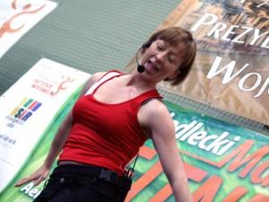 """Małgorzata Płaza, tu już w trakcie zajęć: """"Maraton dał paniom dużo emocji"""". Fot. AB"""