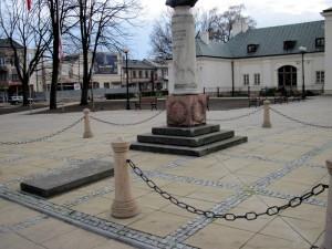 Pomnik gen. Tadeusza Kościuszki w 2 godziny po apelu; sobota, 10 kwietnia godz. 18.20. Fot. BG