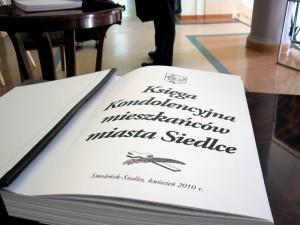 Od dzisiaj od godz. 12. do piątku do godz. 20. Księga Kondolencyjna będzie leżała w Urzędzie Miasta Siedlce. Fot. BG