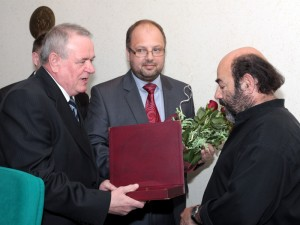 Waldemar Koperkiewicz podczas odbierania nagrody ministra kultury z rąk prezydenta. Fot. AB