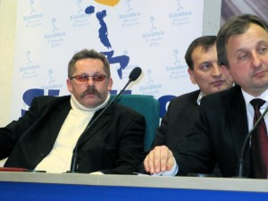 """Mirosław Pawłowski, prezes ARM Siedlce (pierwszy od lewej): """"Nie mam w sprawie aquaparku nic do powiedzenia. Jestem w żałobie."""" Fot. BG"""