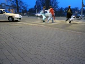 W ponad 80 proc. zdarzeń drogowych z udziałem pieszych, winę ponosi właśnie kierowca samochodu Fot. BG