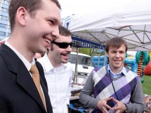 Od lewej: Denis Nikitas, Igor Barejsza i Dimitrij Miedwiediew na Jarmark św. Stanisława przyjechali ze Smoleńska. Fot. AB