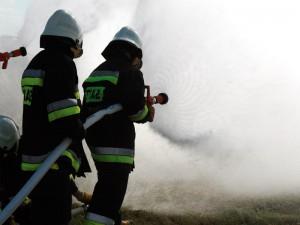 Strażacy w akcji. Tutaj gaśniczej. Fot. BG