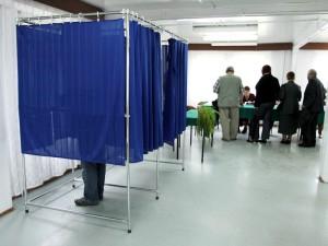 Głosowanie w Obwodowej Komisji Wyborczej nr 6. Fot. AB