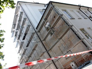 Remont zewnętrznej ściany kościoła.