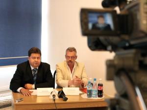 Od lewej: Dariusz Piątek, wicewojewoda mazowiecki i Michał Borkowski, pełnomocnik wojewody ds. ratownictwa medycznego.