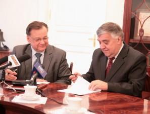 Podpisanie umowy na dofinansowanie II etapu budowy. Fot. AB