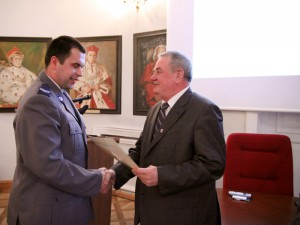 """st. sierż. Krzysztof Dmowski nagrodzony za wyróżniające się działanie w programie """"Zero tolerancji"""""""