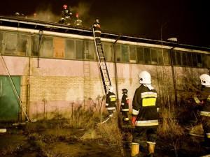 Pożar hali magazynowej. Fot. JM