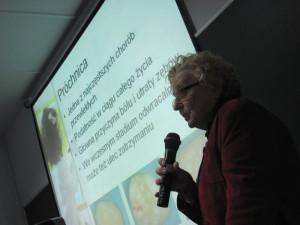 Wykład dr Marii Wierzbickiej w Collegium Mazovia na temat walki z próchnicą.