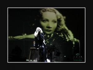 Marlena Uziębło. W tle Marlene Dietrich. Fot. AB