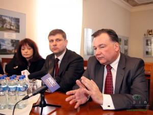 Czwartkowa konferencja w Mościbrodach. Od prawej: Adam Struzik, Krzysztof Borkowski, Janina Orzełowska. Fot. AB
