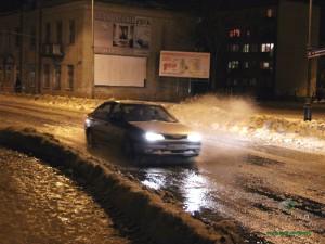 Regularny strumień wody na ul. Sokołowskiej