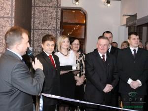 Grzegorz Orzełowski (drugi od lewej) podczas oficjalnego otwarcia CKiS. Fot. AB