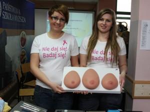 Studentki zachęcały do profilaktyki raka piersi. Fot. Łukasz Chojecki