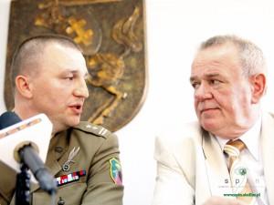 Ppłk. Arkadiusz Widła i Wojciech Kudelski, prezydent Siedlec. Fot. BG