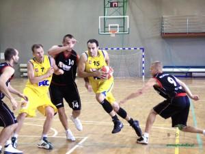 SKK Siedlce (stroje żółte) i Tur Bielsk Podlaski. Fot. AB