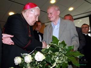 Biskup Jan Mazur w towarzystwie byłego rektora Edwarda Pawłowskiego