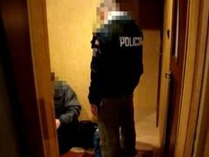 Siedleccy policjanci zabezpieczyli komputer mężczyzny. Fot. KWP Radom