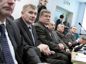 """Leszek Gadomski (trzeci na zdjęciu): To nie jest uchwała """"polityczna"""". Fot. AB"""