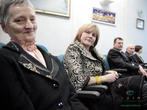 Stefania Hęciak (pierwsza na zdjęciu) namawiała radnych do przyjęcia uchwały. Fot. AB