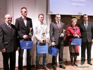 Laureaci w kategorii Zawodnik Roku 2011: Tomasz Jaszczuk (drugi od lewej), Maciej Staręga, Cyprian Grzęda. Fot. AB
