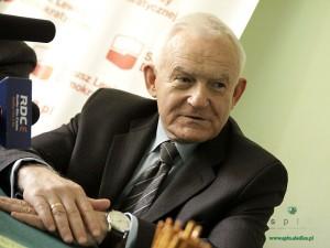 Leszek Miller: Wyborcy muszą umieć oddzielić ziarno od plew Fot. AB