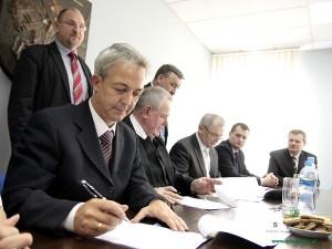 Podpisanie umowy. Fot. AB