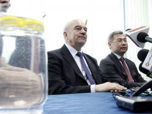 Minister rolnictwa Stanisław Kalemba i Jerik Utembajew, ambasador Kazachstanu. fot. AB