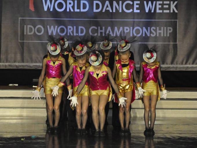 caro dance1