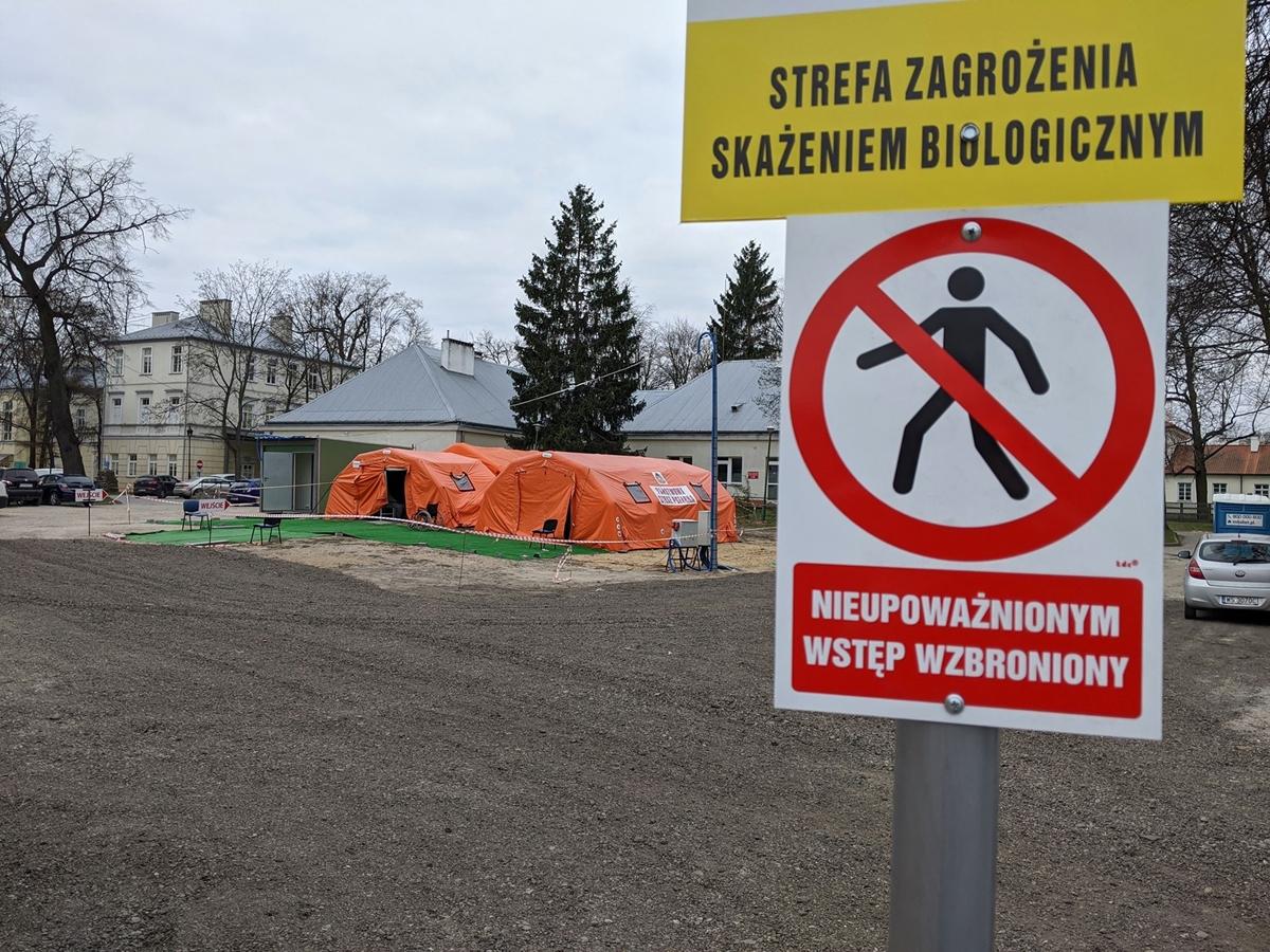 Szpital miejski namiot da oczekujących na wyniki