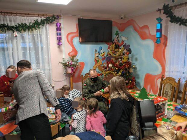 Dzieci były zachwycone wizytą żołnierzy