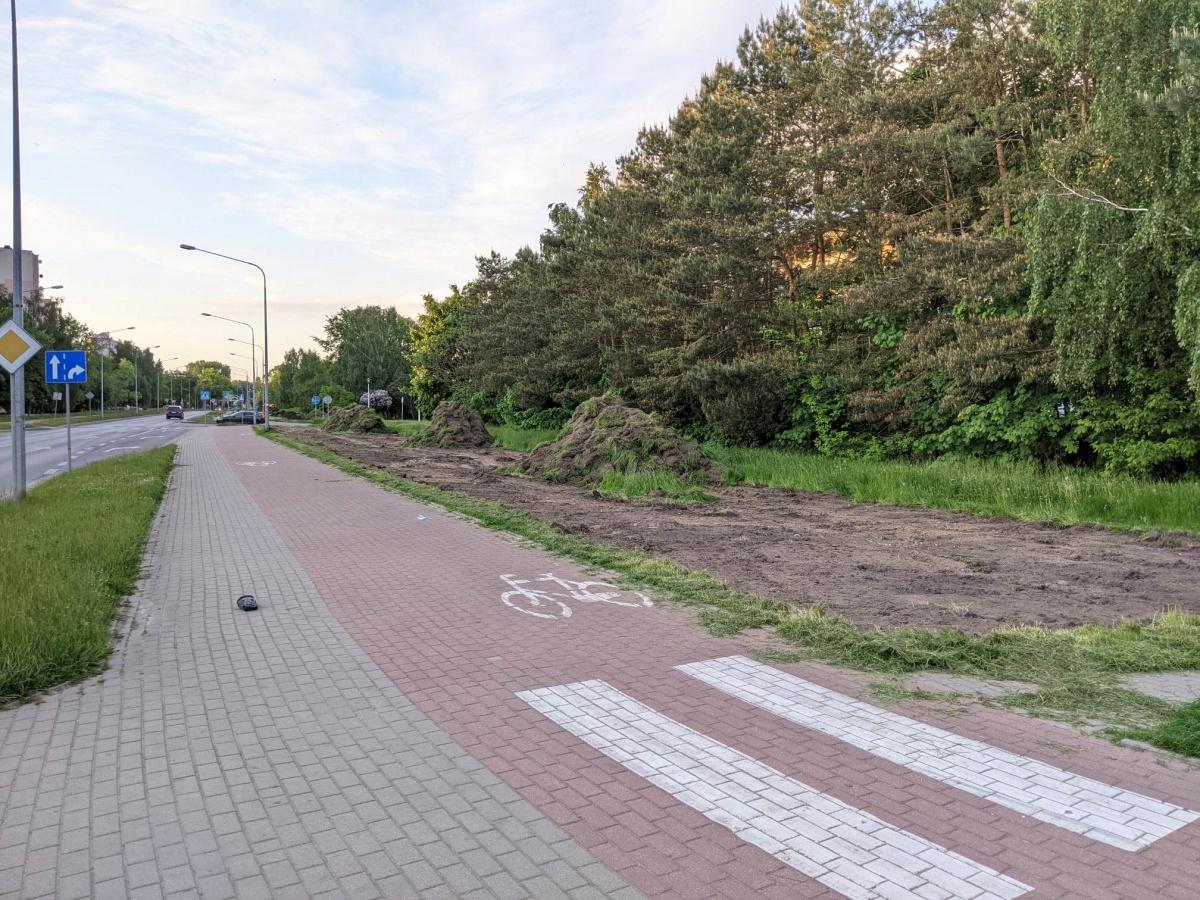 Przygotowanie terenu pod wysiew łąk przy ul. Wyszyńskiego
